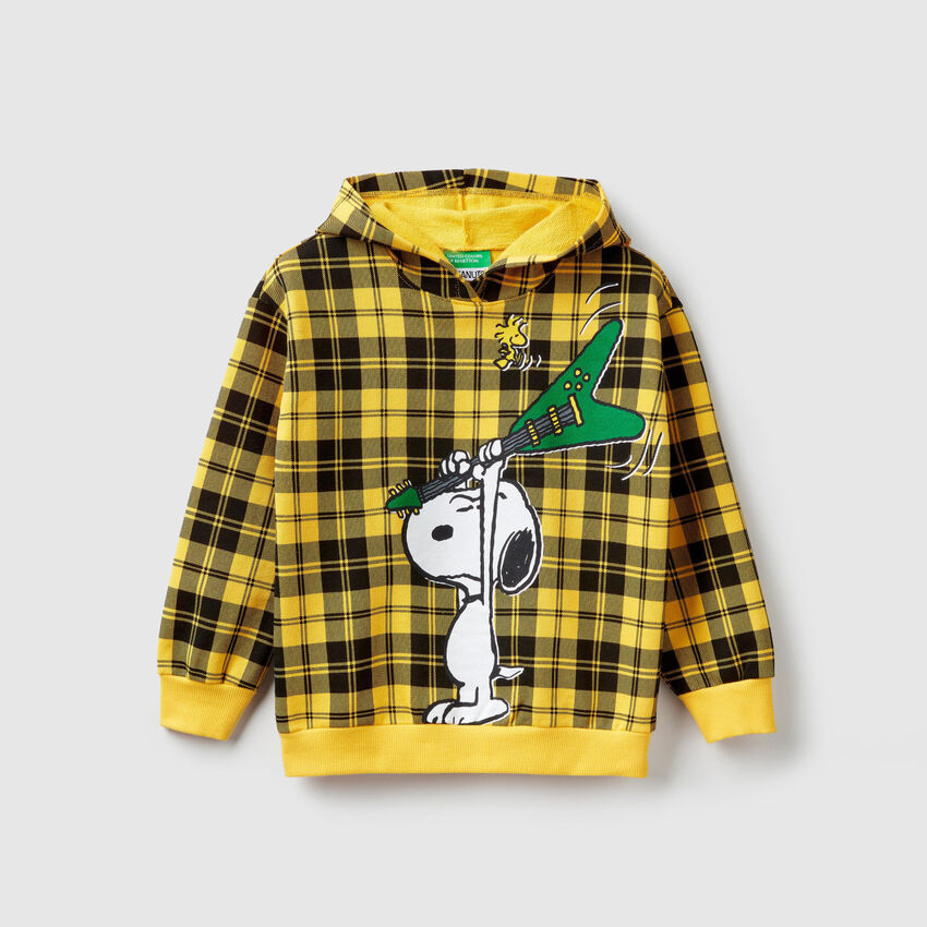 "Check ""Peanuts"" sweatshirt"