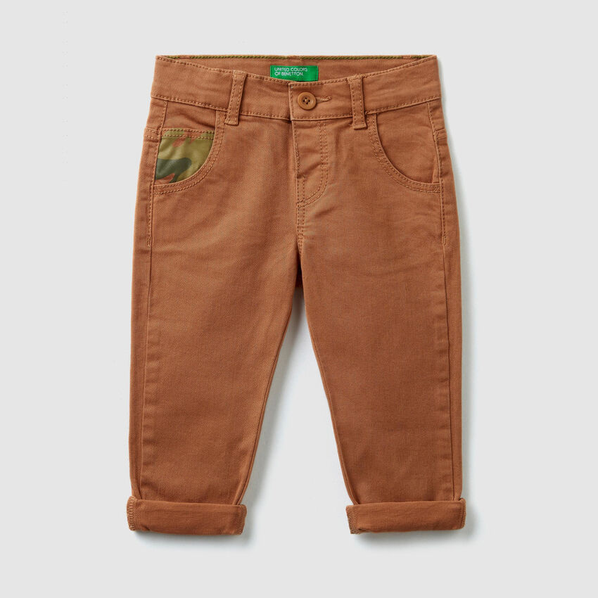 Trousers with patterned details