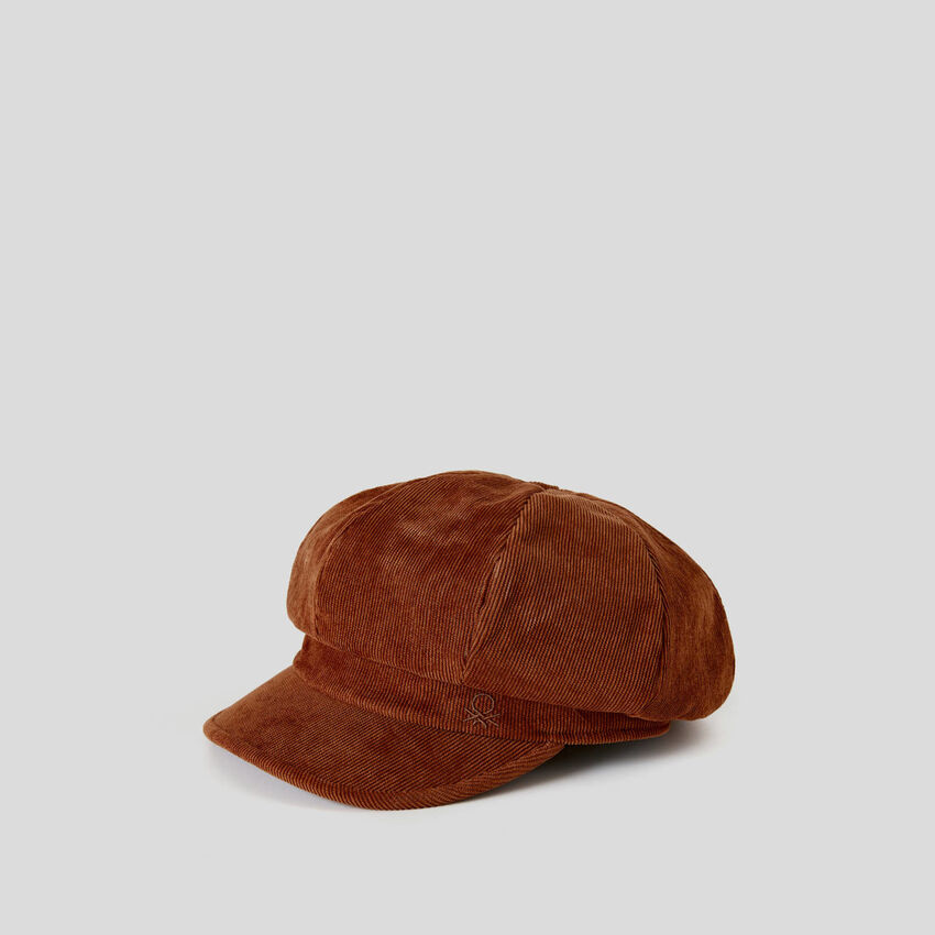 Velvet beret with brim