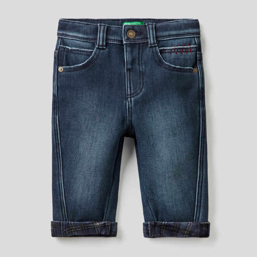 Carrot fit jeans with clashing details