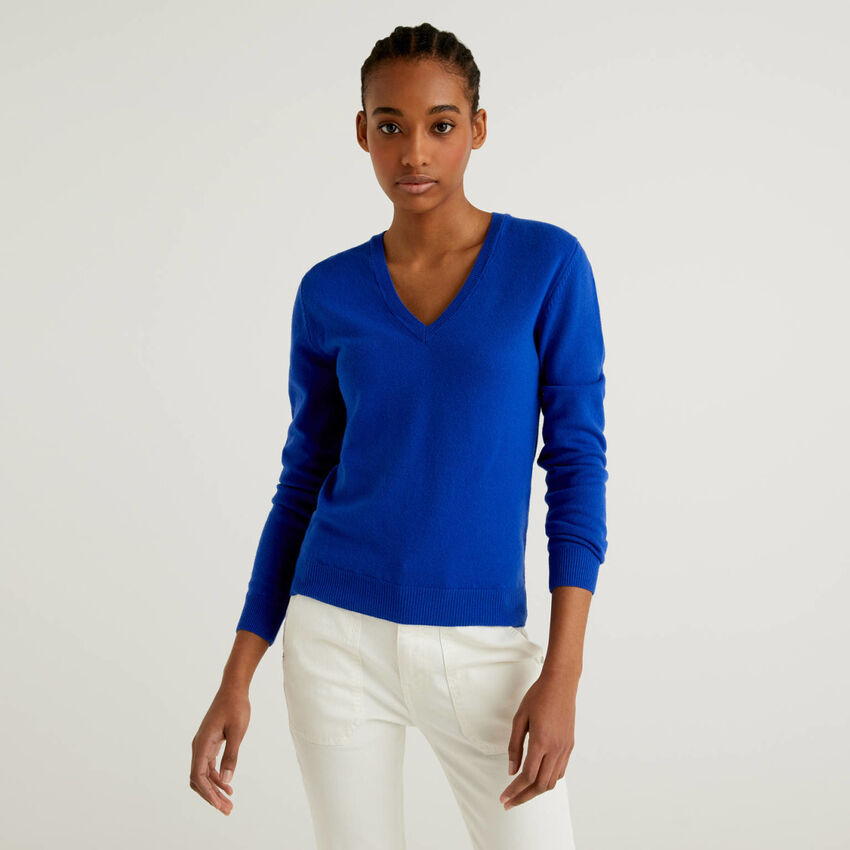 Cornflower blue V-neck sweater in pure virgin wool