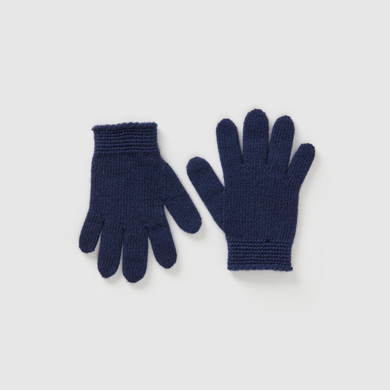 Gloves in solid colored wool