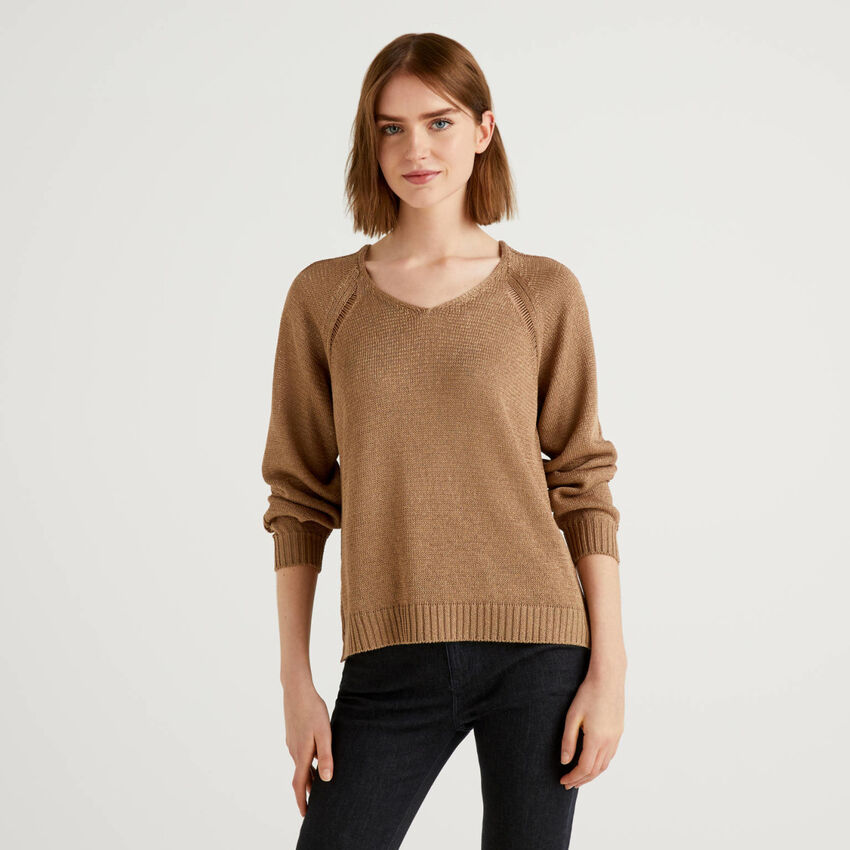 Sweater with wide stitch detail