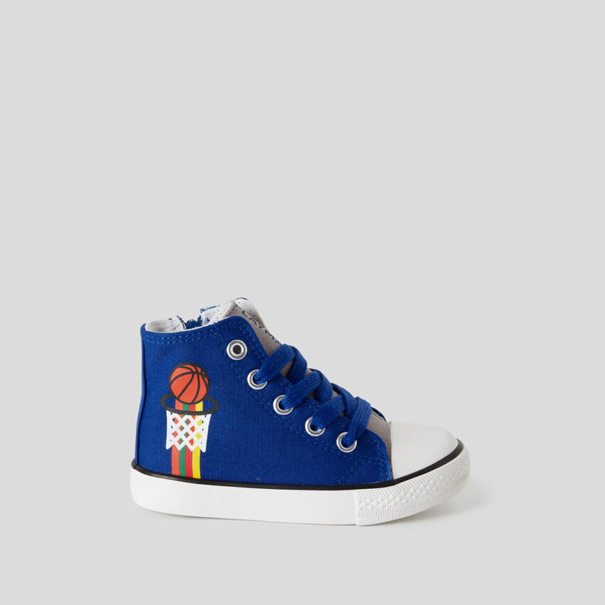 High-top sneakers with laces