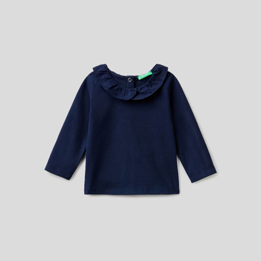 Long sleeve t-shirt with trimmed collar