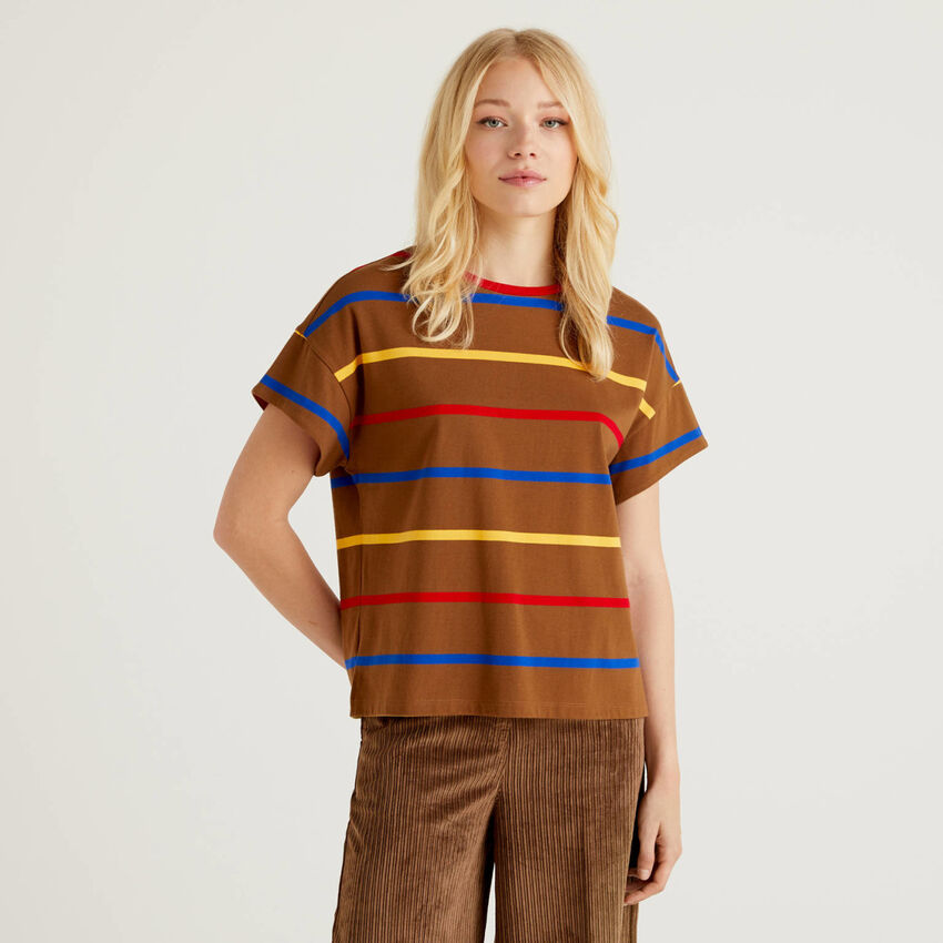 Striped t-shirt with clashing details