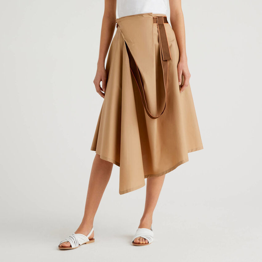Uneven skirt with bow