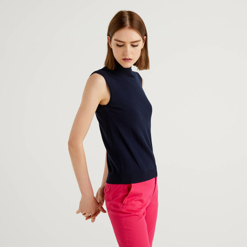 Sleeveless sweater in cashmere blend