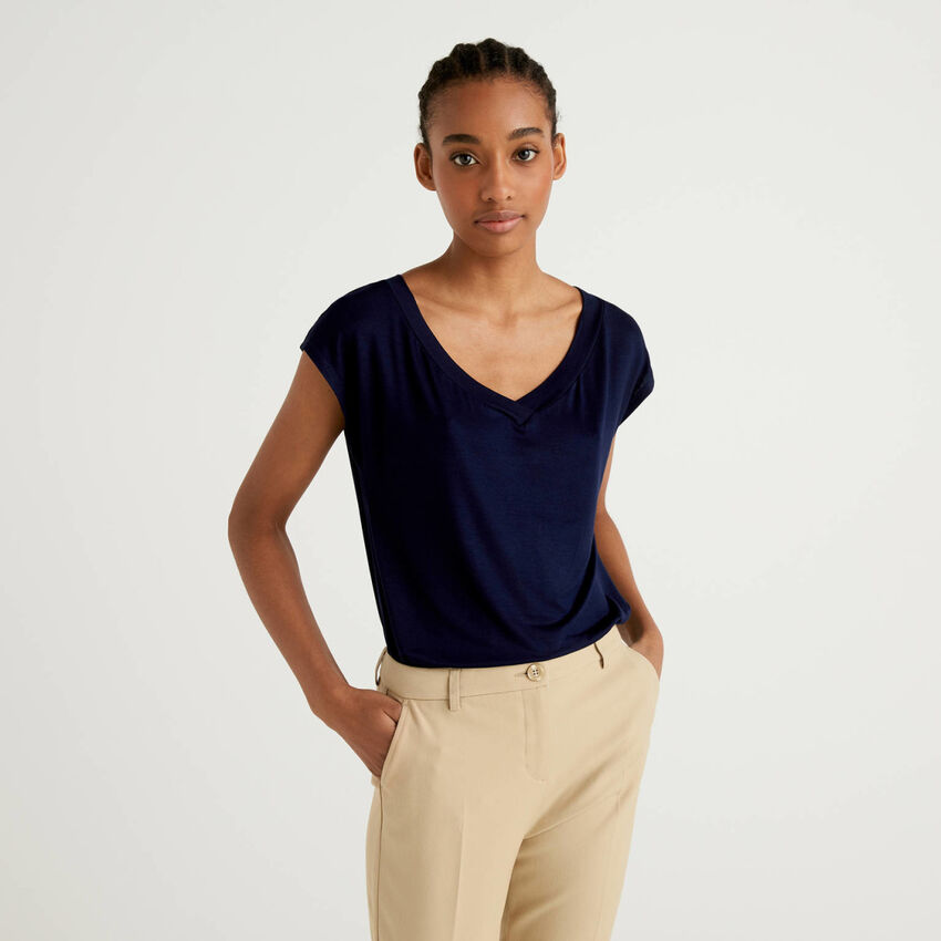 Flowy t-shirt with V-neck