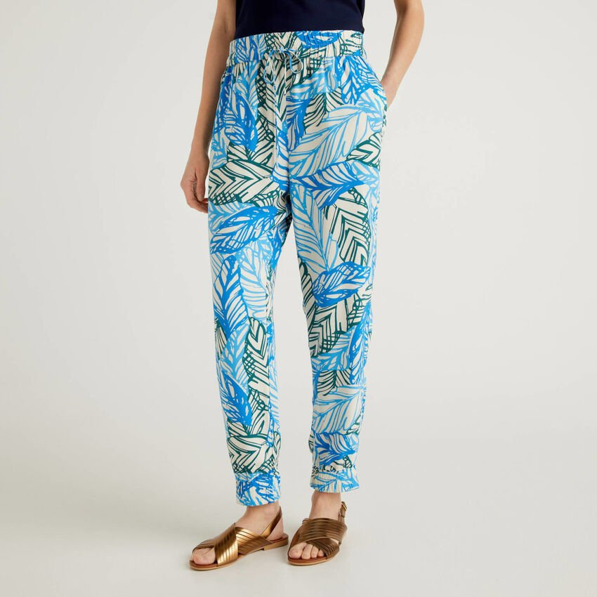 Flowy trousers with botanical print