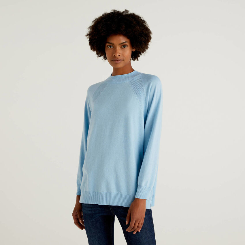 Light blue sweater in wool and cashmere blend