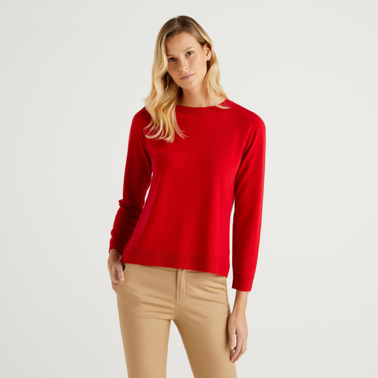 Red crew neck sweater in cashmere and wool blend