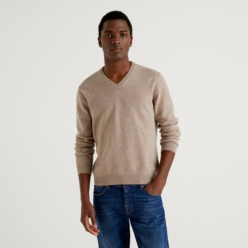 Dove gray V-neck sweater in pure virgin wool
