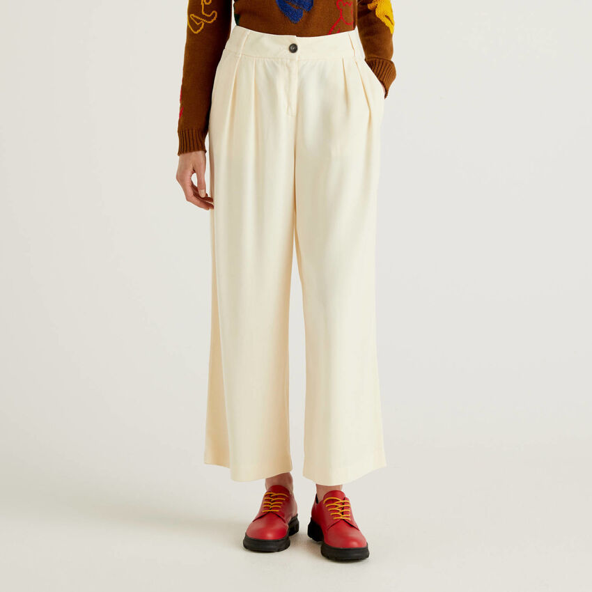 Trousers with culotte cut