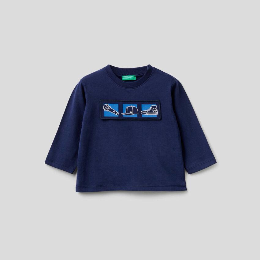 Organic cotton t-shirt with applique