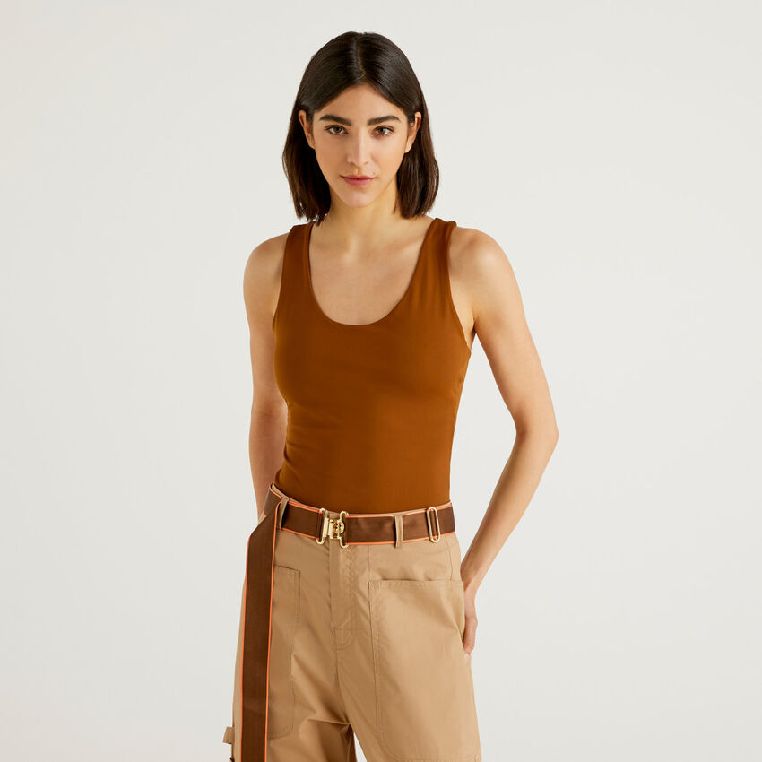 Stretch top with porthole