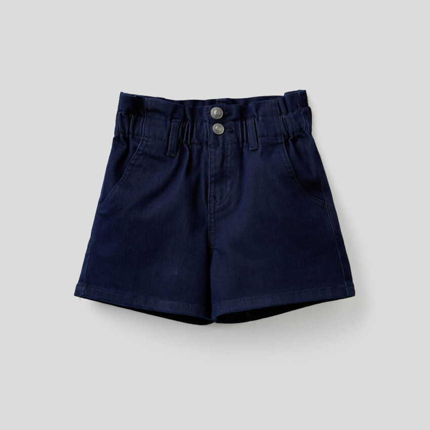 Paperbag shorts in colored stretch denim