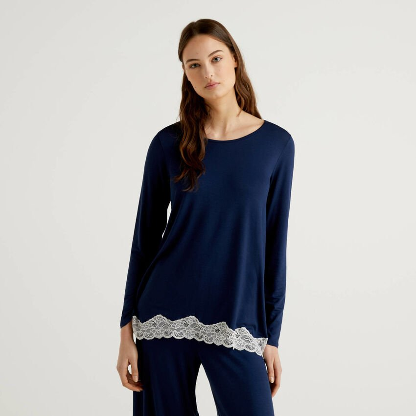 Sweater with lace detail