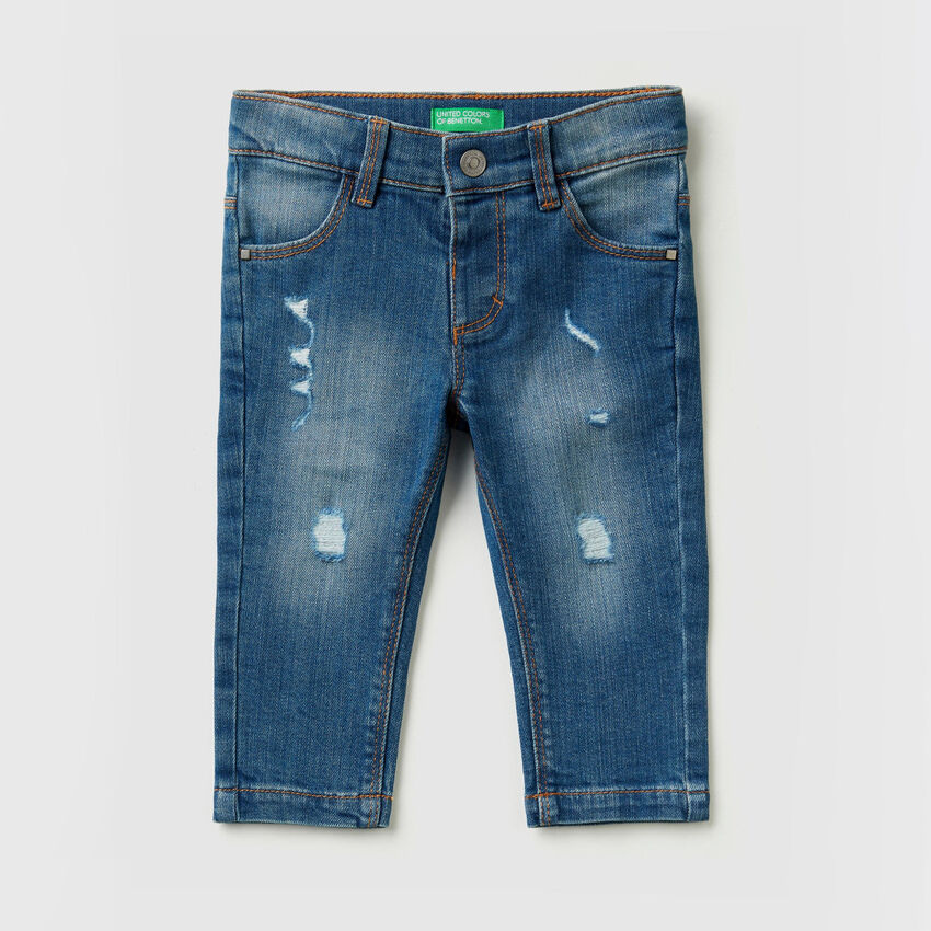 Stretch jeans with tears