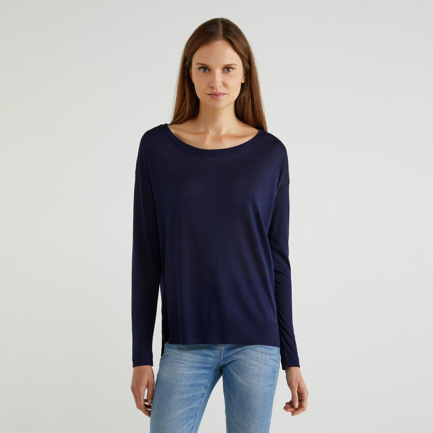 T-shirt with slits