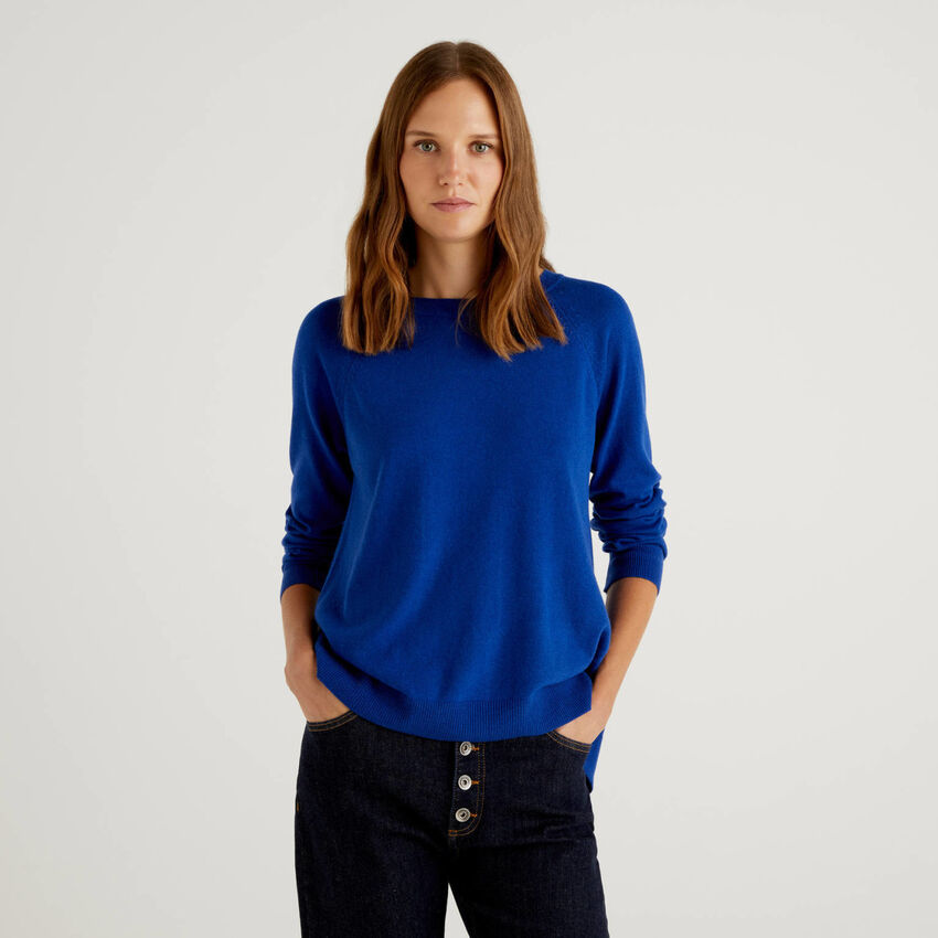 Cornflower blue sweater with pleat on the back