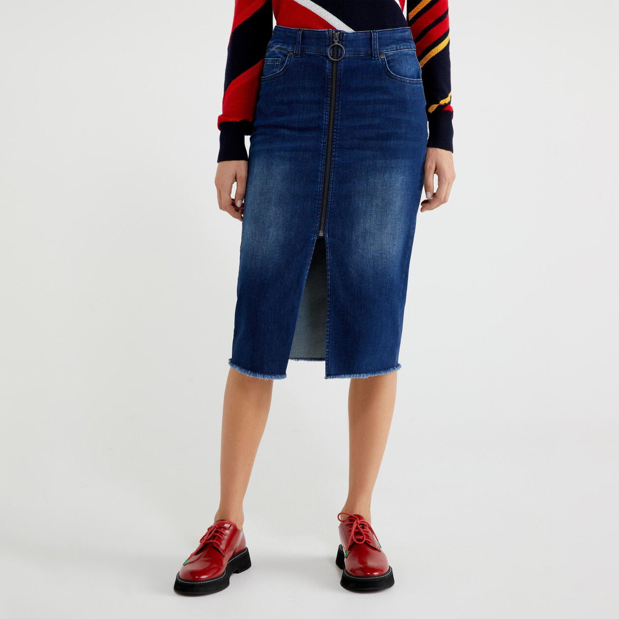 Denim skirt with zip and slit